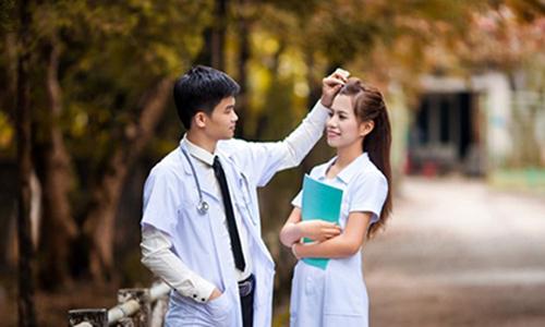 Chuyện tình yêu đẫm nước mắt của cô gái ngành y