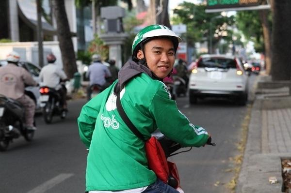 Nga Ngua Khi Nhieu Cu Nhan Dh Phai Giau Bang Di Lam Xe Om Cong Nhan (2)