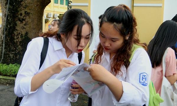 Cuoi Ra Nuoc Mat Voi Cach Chem Van Xuyen Luc Dia Cua Thi Sinh Nam 2019 (2)