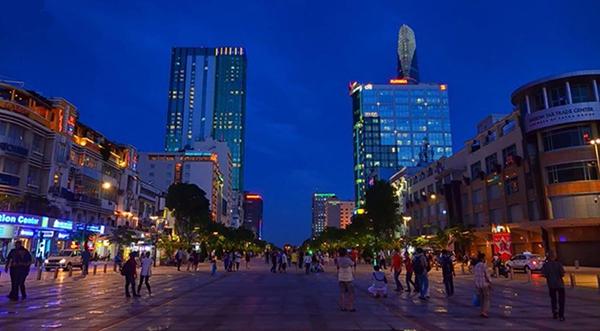 khi nhắc tới Sài Gòn người ta phải nhắc ngay tới phố đi bộ Nguyễn Huệ