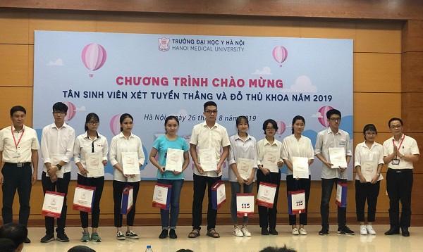 Lo Dien 10 Thu Khoa Xuat Sac Dai Hoc Y Ha Noi Nam 2019