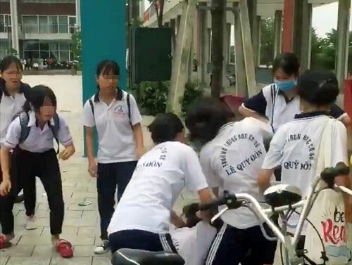 Che Mau Giay Cua Ban Mot Nu Sinh Bi Danh Hoi Dong Da Man