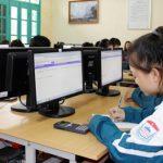 Nhiều trường THPT cho học sinh thi trên máy tính để làm quen