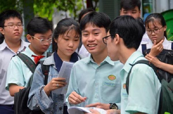 Sinh Vien Quay Lai Truong Se Duoc Tang Khau Trang Y Te (2)