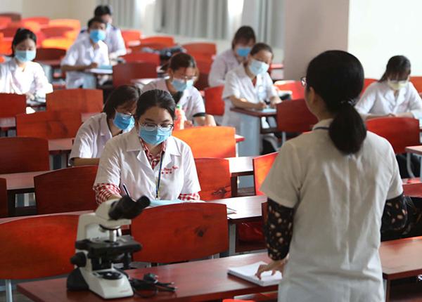Dau Thang 05 Dai Hoc Cong Bo Mau De Thi Rieng Nam 2020