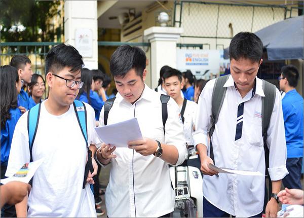 Xet Tuyen Dai Hoc Dung De Hoc Phi La Ganh Nang Gia Dinh (2)