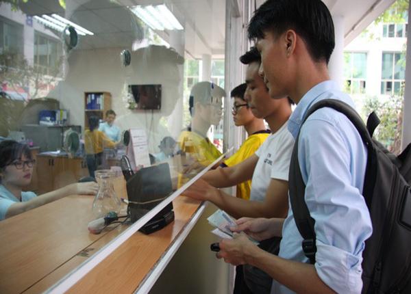 Xet Tuyen Dai Hoc Dung De Hoc Phi La Ganh Nang Gia Dinh