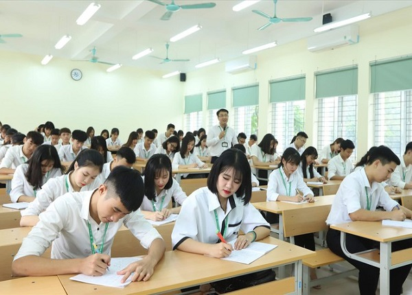 Tu Chu Noi Lo Tang Hoc Phi Dai Hoc